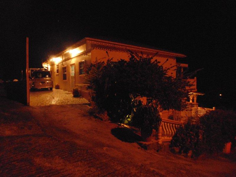 Vista nocturna de Piton Vista Villa