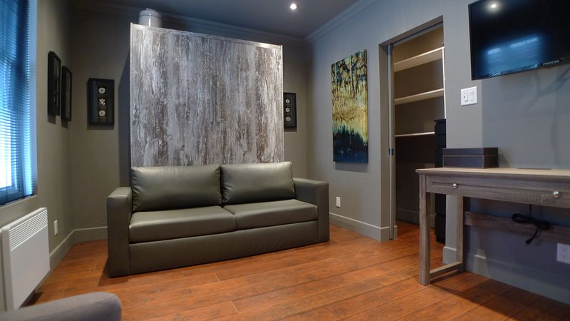 Studio in Montreal Downtown (Village), vacation rental in Montreal