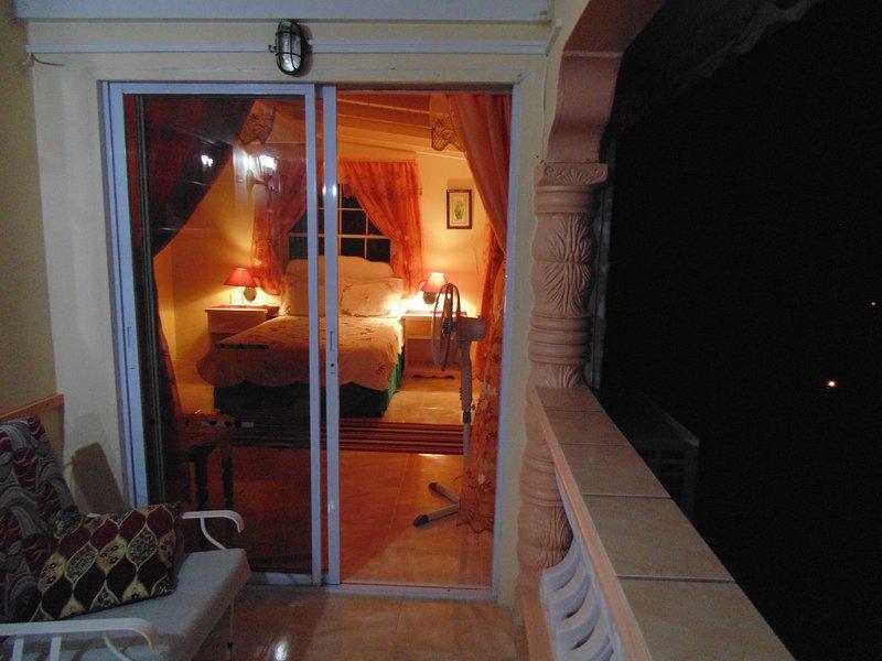 Vista del dormitorio principal desde su balcón.