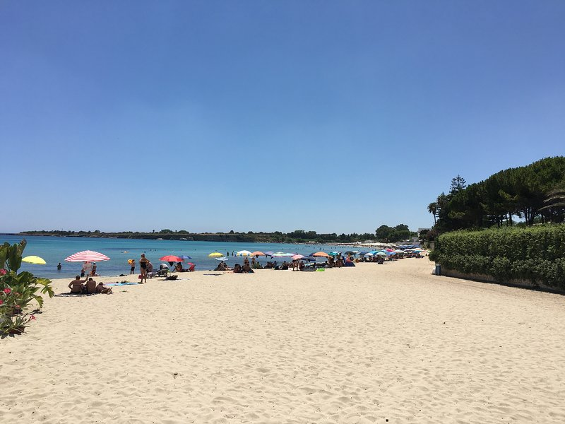 Fontane Bianche Beach (200 meters from the villa)