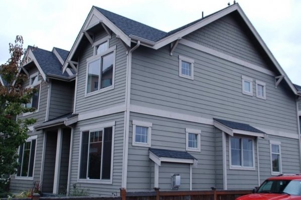 This 3 bedroom end-unit townhome offers comfort, modern conveniences, and a great central location