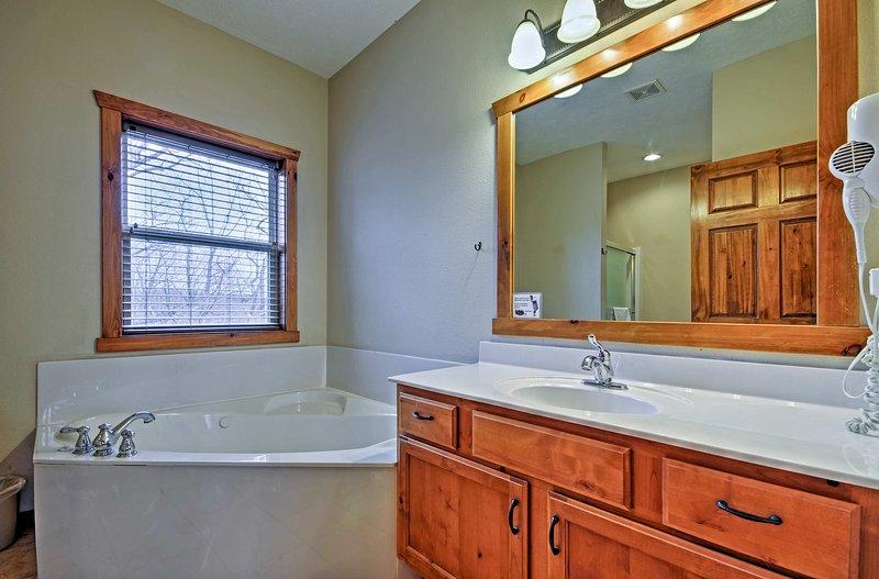 Faites tremper vos jambes gorgés de soleil dans la baignoire salle de bains.