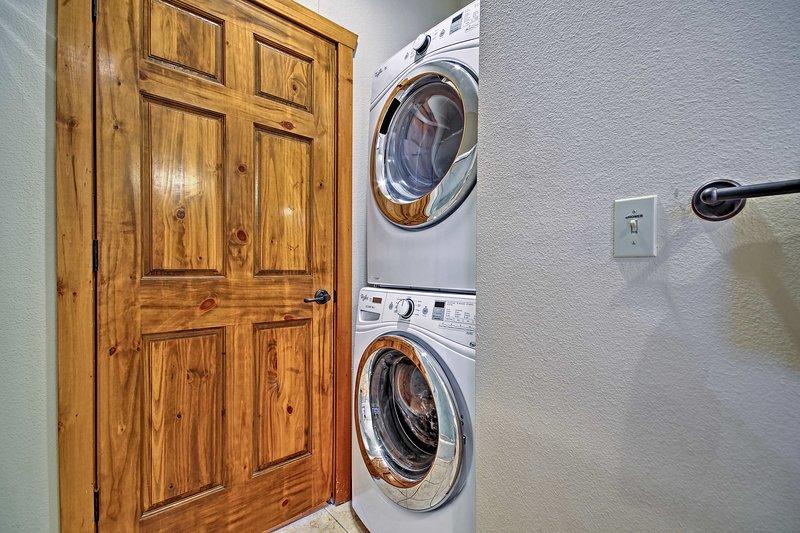 Lavez-vous les fringues sales dans les machines à laver.