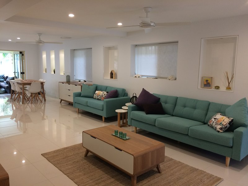 Commonwealth Games House Pool close beach, public transport,shopping, vacation rental in Burleigh Waters