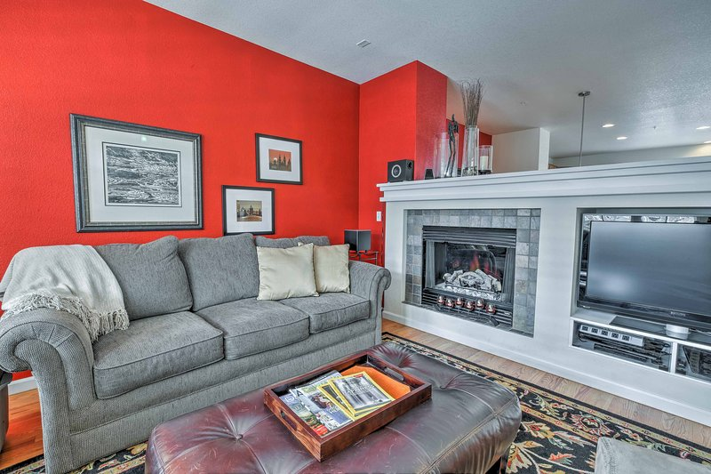 Take a trip to 'Belmar Rowhome' a vacation rental townhouse in Lakewood!