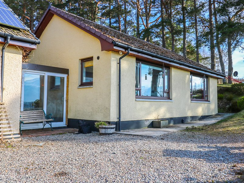 ALBA BEN VIEW, en-suite bedrooms, all ground floor, views over Ben Nevis, Ref, holiday rental in Roybridge