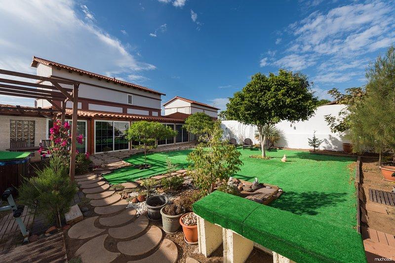 Casa unifamiliar independiente frente al mar, holiday rental in Castillo del Romeral