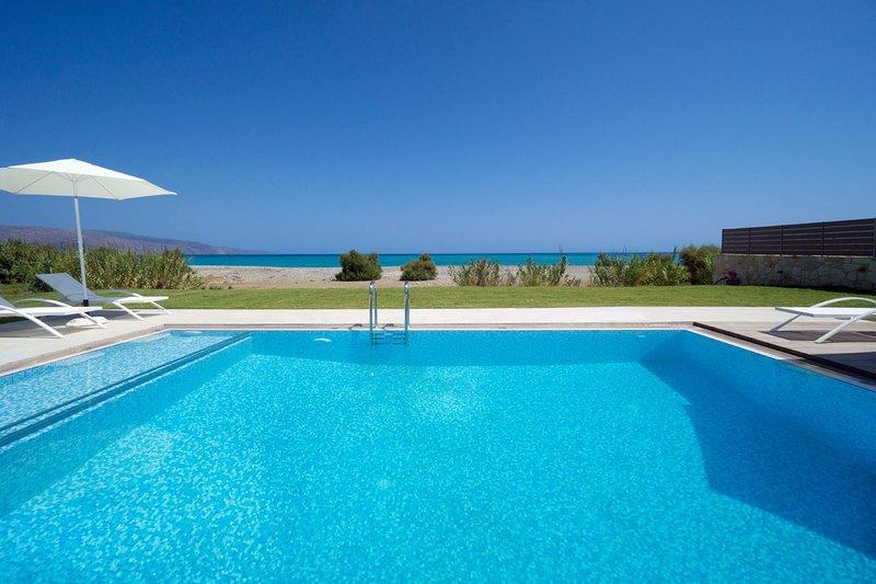 Beachfront Villa Tavronitis, alquiler vacacional en Tavronitis