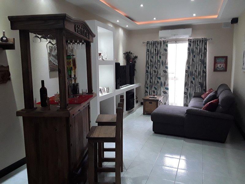 very bright well kept apartment, alquiler vacacional en Marsaskala