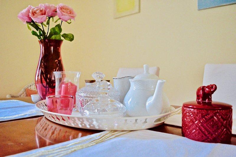 Nous fournissons des bases telles que le café, le thé, le sucre ....