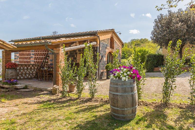 San Giovanni Valdarno Villa Sleeps 6 with Pool Air Con and WiFi - 5242149, holiday rental in Vacchereccia