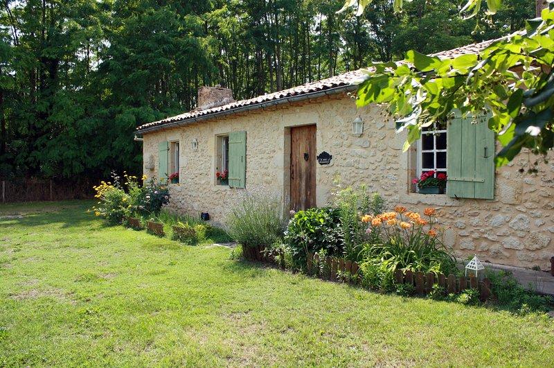 Maison de campagne du 18ème, entre forêt des Landes et châteaux du Sauternais., holiday rental in Pujols-Sur-Ciron