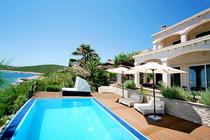 Waterfront beautiful villa for rent, Vis island
