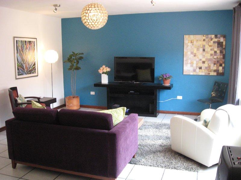 Inviting, Spacious Ground Floor Flat with Lush Garden, alquiler de vacaciones en Cuenca