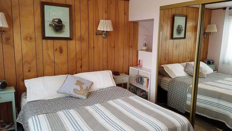 nível principal quarto, cama de casal, vista para o mar