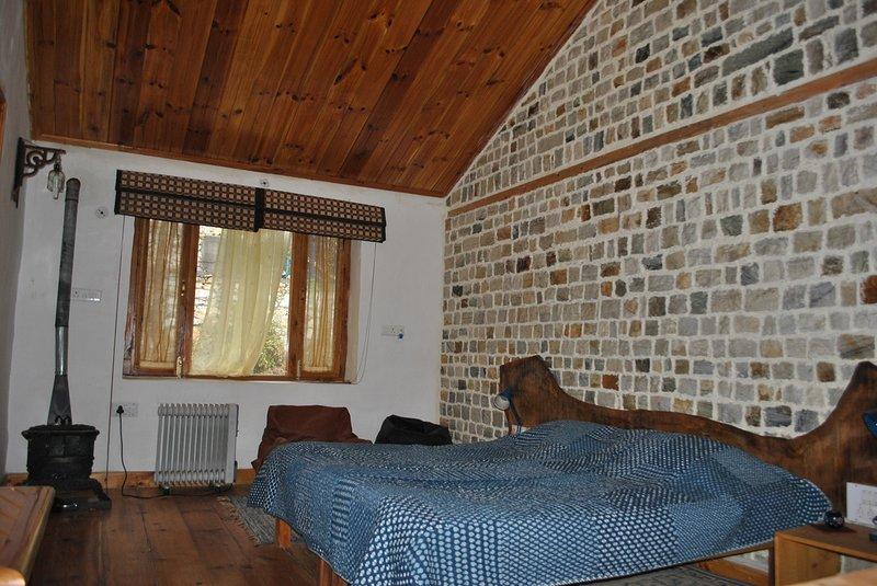 Gone Fishing Cottages- Room 1 on Cottage No. 1, aluguéis de temporada em Kullu