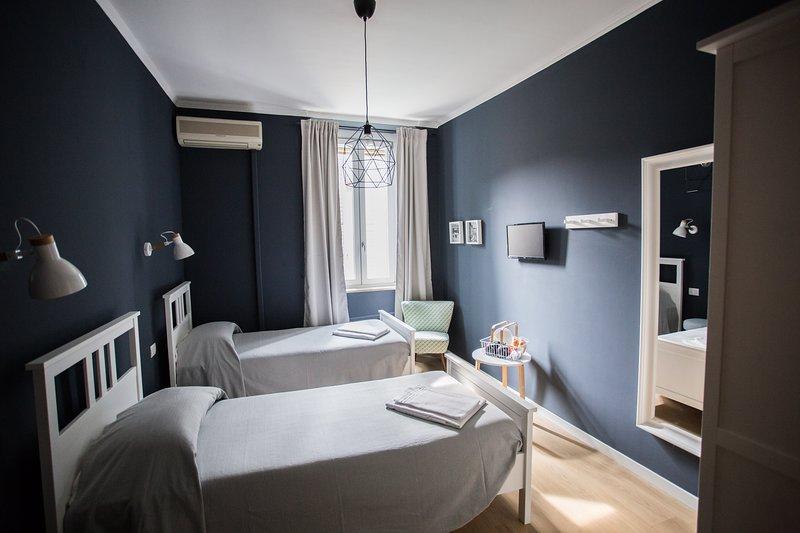 CICCIO B&B - Camera Etrusca con bagno comune, holiday rental in Mozzo
