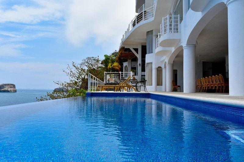 Casa Azul Profundo II- 11 bedrooms Luxury Villa, alquiler de vacaciones en Puerto Vallarta