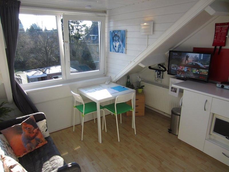 Oneroom Studio near Enschede city centre, holiday rental in Oldenzaal