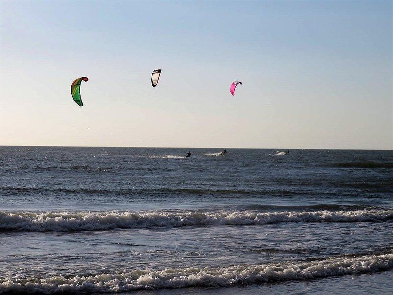 Kitesurfsessies in de baai van Salinas Del Rey, 4-5 minuten lopen