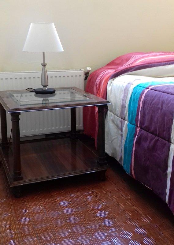 Quarta sala (serviço) com aquecimento e casa de banho / quarto quarto com aquecimento e casa de banho