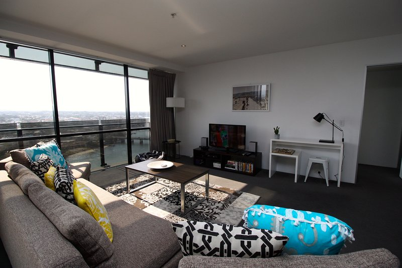 Beautiful Sunset Apartment on Cavill Avenue, holiday rental in Gold Coast