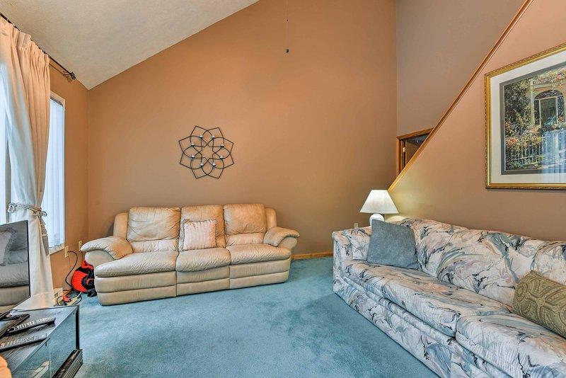 Utilizar el sofá-cama en la sala de estar para el espacio adicional para dormir.