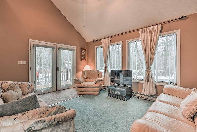 Usted tendrá un montón de espacio para toda la familia con 2 pisos de espacio habitable.