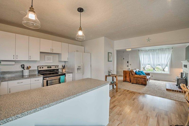 La sala de estar fluye a la perfección en la cocina!