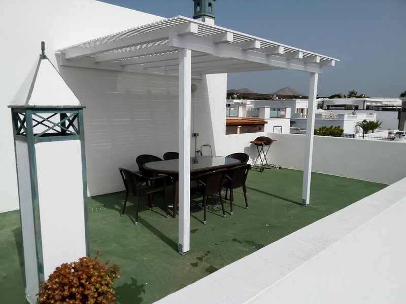 Roof top terrace dining area & BBQ