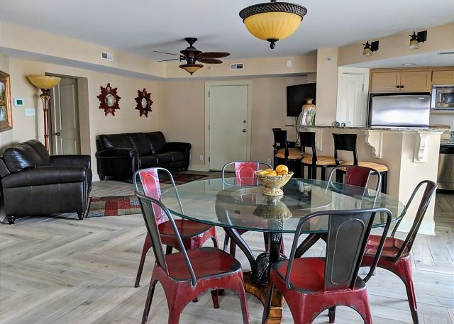 South Beach Fun with Ocean Views! Steps to Beach and all the Action!, holiday rental in Tybee Island