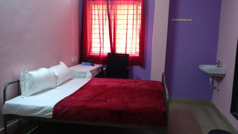 Navanagar Guesthouse DBL 1, vacation rental in Dharwad District