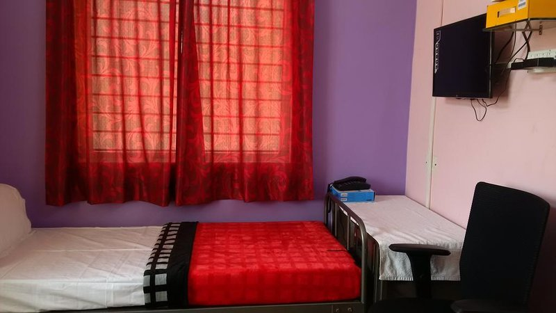 Navanagar Guesthouse DBL 2, vacation rental in Dharwad District