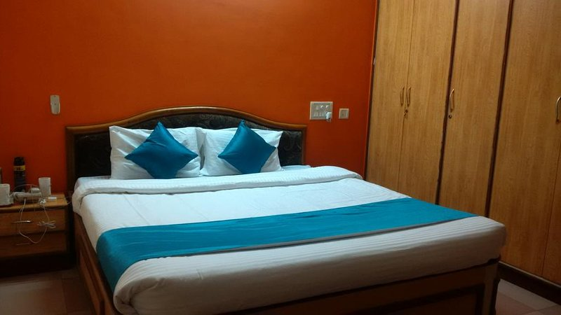 Omkar Guesthouse DBL 3, vacation rental in Dharwad District