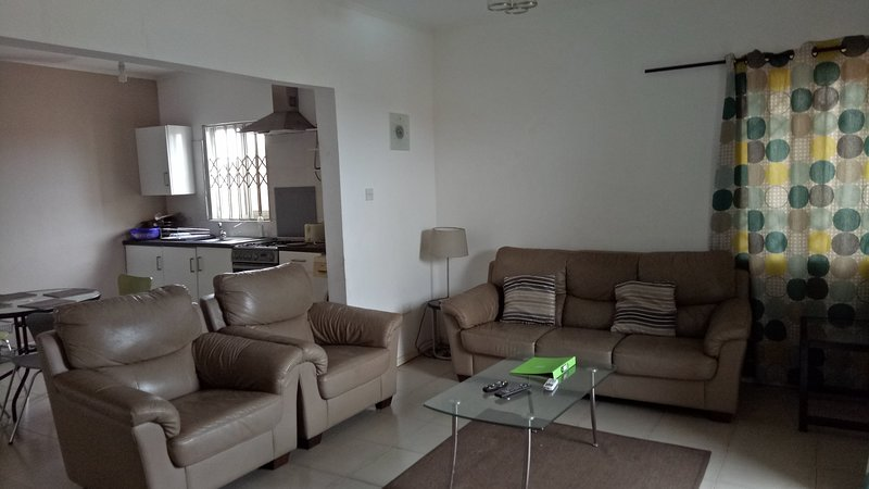 Beautifully furnished Serviced one bed apartment with swimming pool - Accra (V7), alquiler vacacional en Teshie
