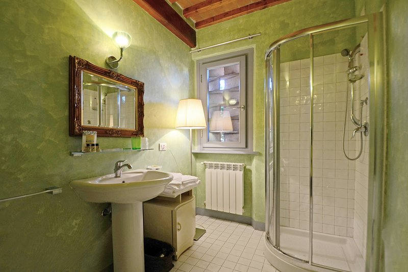 Bathroom with shower, wc and bidet.