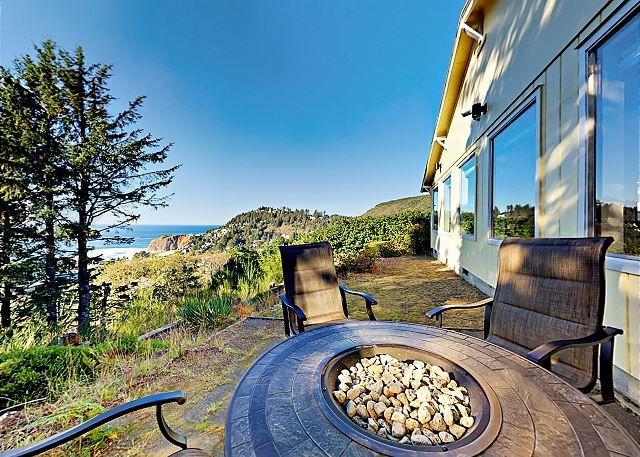 Updated Zen Getaway with Firepit, Stunning Beach Views & Ultimate Privacy, holiday rental in Cape Meares