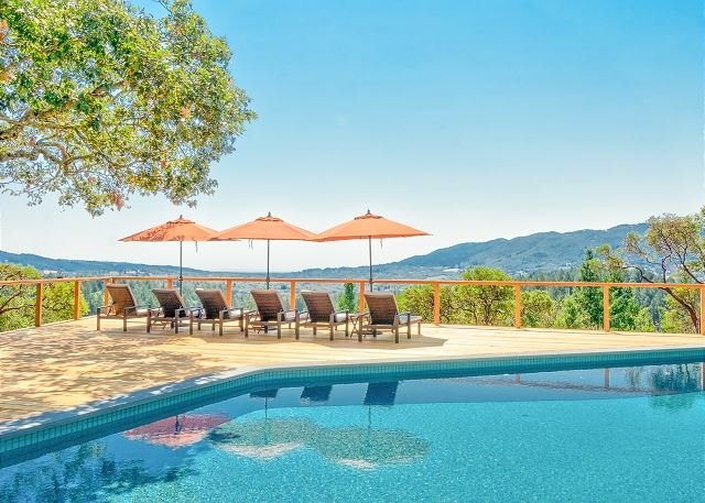 Sonoma Valley Vineyard-View Cottage w/ Loft - Private Hot Tub & Shared Pool, vacation rental in Kenwood