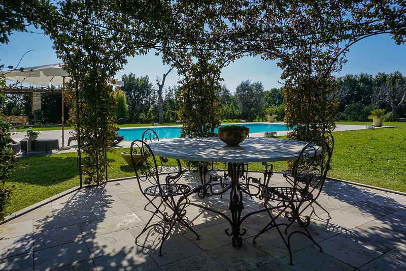 Straordinaria villa con piscina privata m800, holiday rental in Soleto
