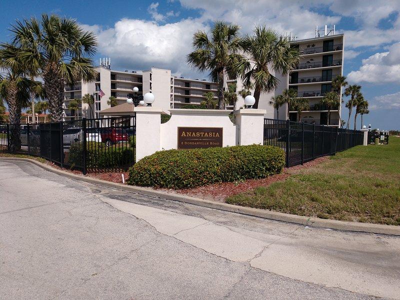 Beautiful White Sand Beach - New Bathrooms 2020, vacation rental in Saint Augustine Beach