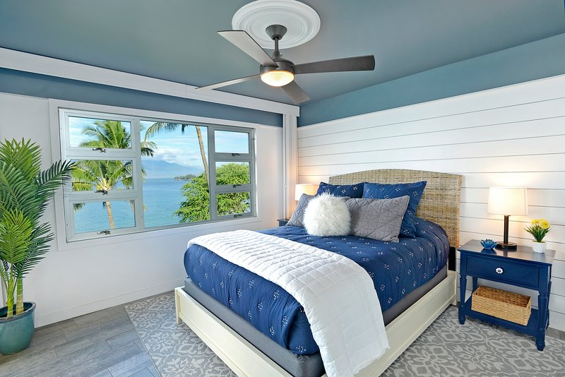 Go to bed on your plush queen bed and wake up to Maui ocean views.