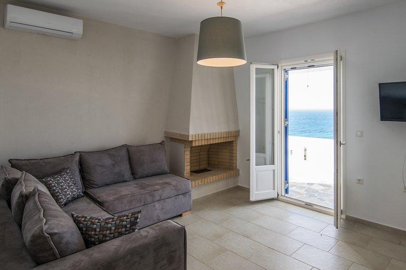 Apricot & Sea Kitron Maisonette Villa, holiday rental in Mikri Vigla