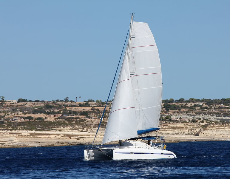 Catamaran with Skipper and hostess, location de vacances à Moutsouna