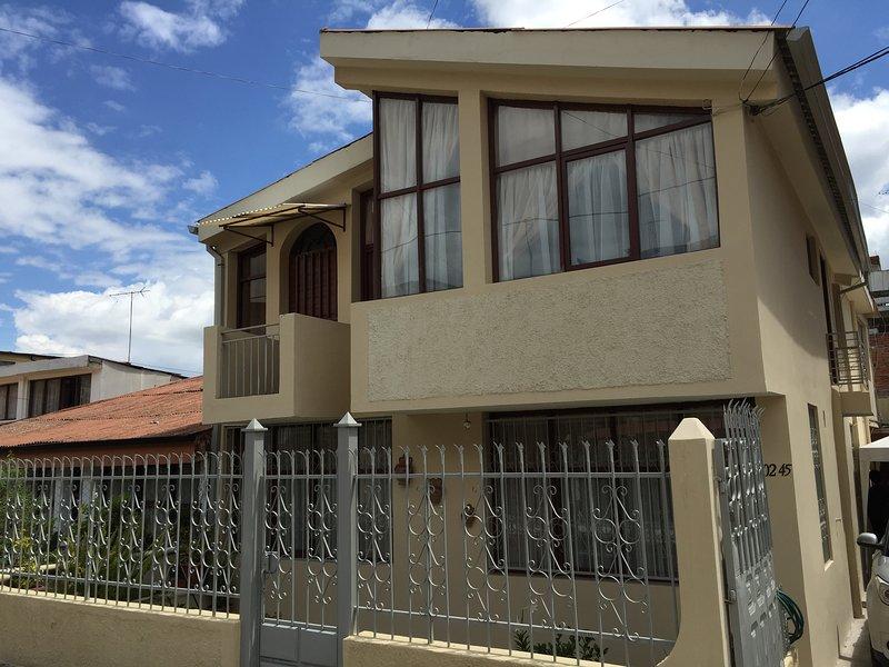 Casa en Ficoa: el mejor ubicado barrio de Ambato, vacation rental in Ambato
