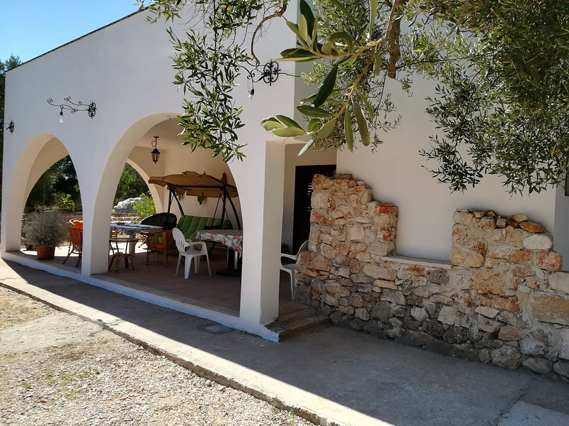 Villa RAFFAELA bianchissime spiagge in riserva marina Torre Guaceto 8posti letto, holiday rental in San Vito dei Normanni