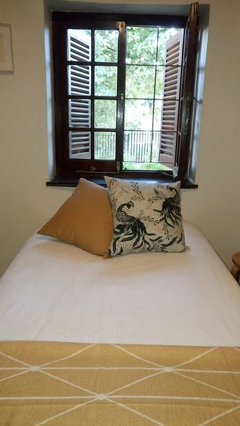 New Listing Bungalow room in Historical house on Paarl Main Road, vacation rental in Paarl