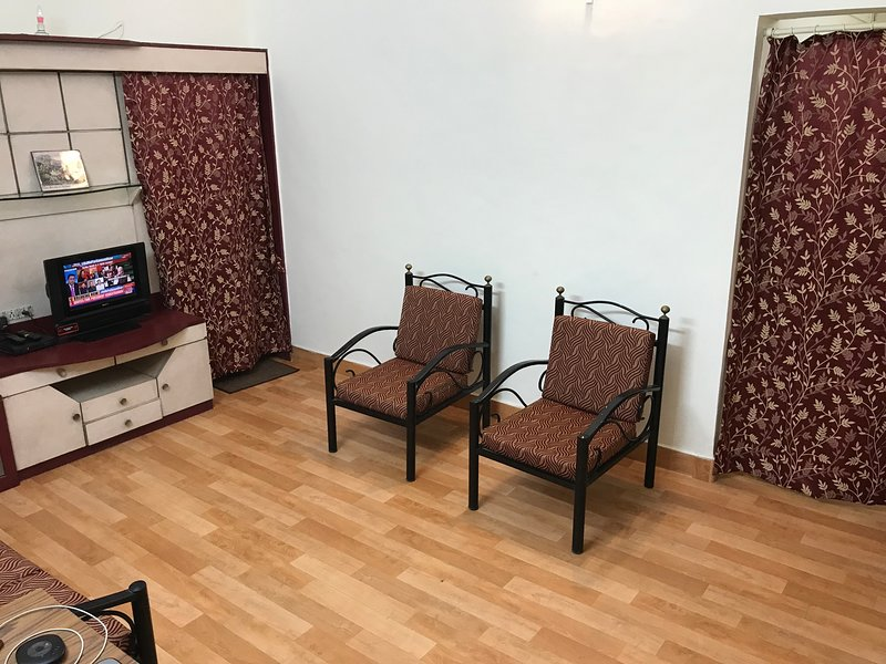 2BHK, AC & FULLY FURNISHED  CENTRALLY LOCATED, COZY & PRIVATE HOME AT PUNE, holiday rental in Vagholi