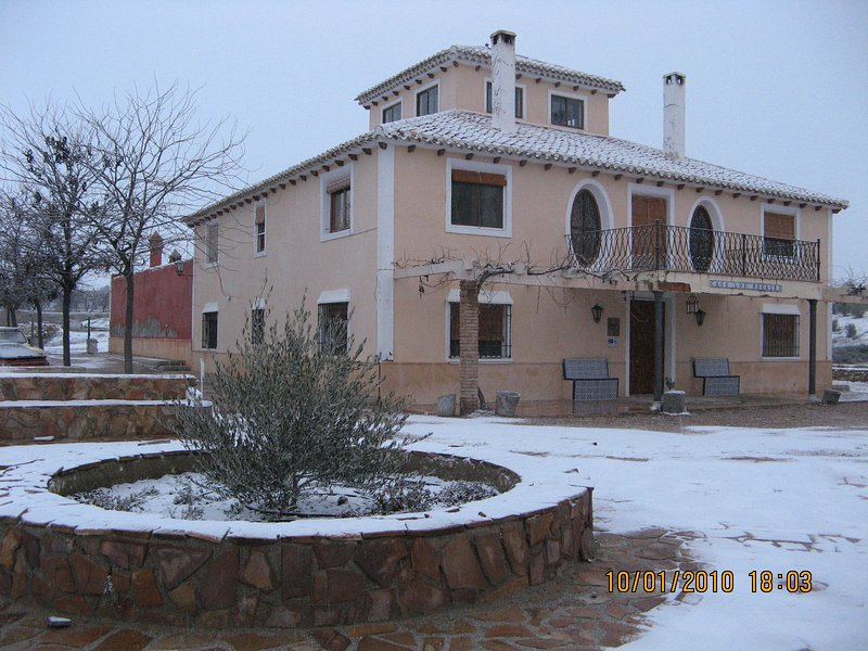 ' Cortijo los Nogales ' . Casa típica andaluza situada en la Finca Villa Ana, vacation rental in Huescar