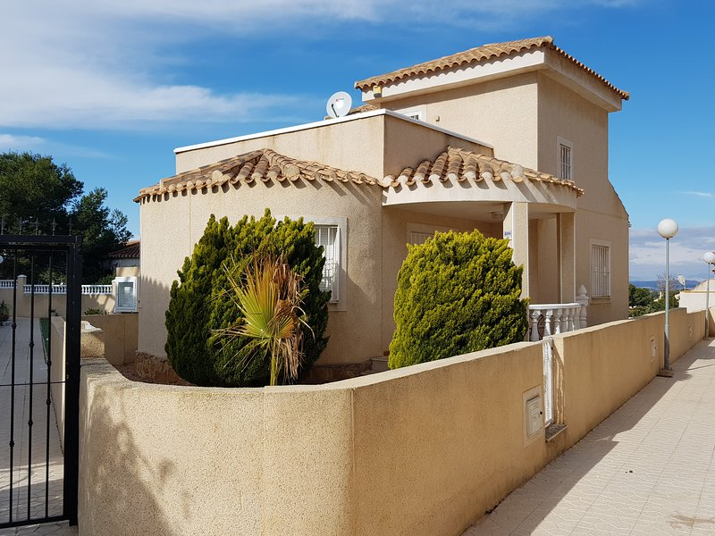 Detached house with large terraces and a private garden adjacent to the pool, Casa 22