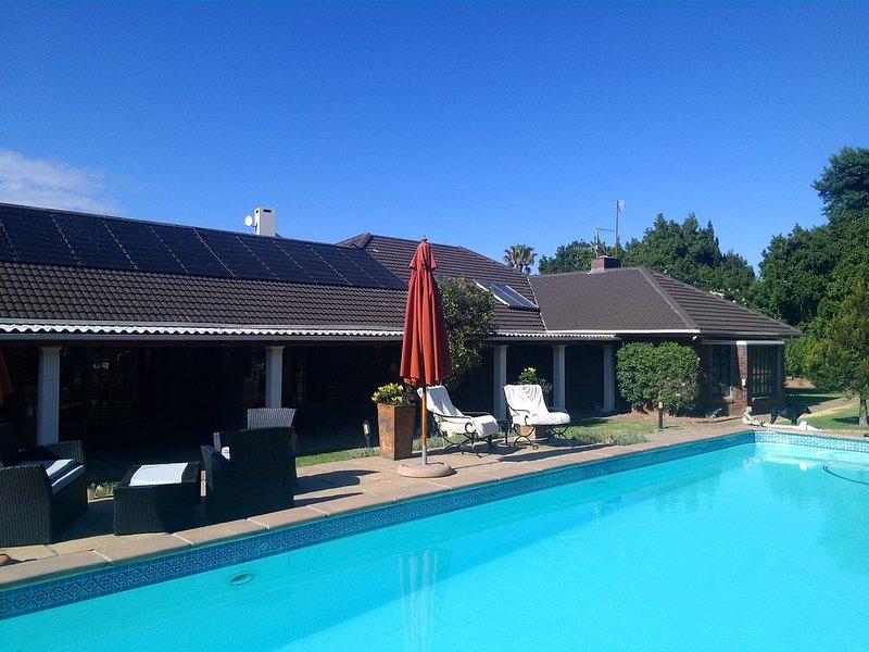 La guest house Helderberg View in Somerset West Nature Valley con 16 m piscina e 3 appartamenti per gli ospiti